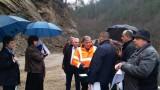 Подготвят мерки за укрепване на срутището на пътя Смолян-Мадан