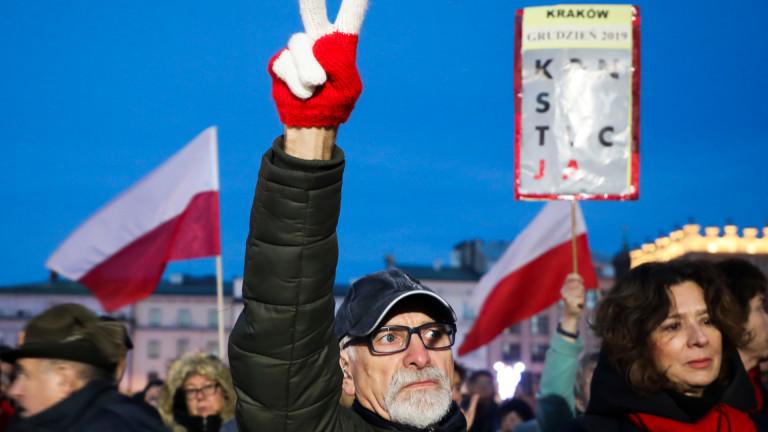 Хиляди поляци участваха на антиправителствен протест