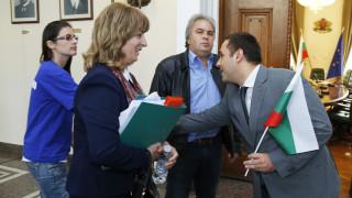 """Караниколов пришпорва доклада за лиценза на """"Емко"""""""
