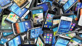 Арестуваха крадци на айфони за $590 000 в Холандия