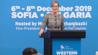 Захариева: Да не се отлагат преговорите със Северна Македония и Албания