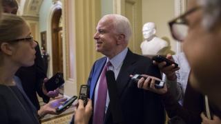 Обама създаде хаос в Близкия изток, убеден Маккейн