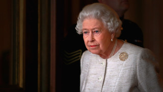 Един за всички, всички за кралицата
