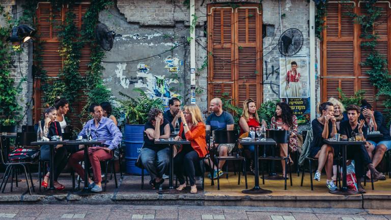 Французи отиват на ресторант в Белгия, за да избегнат правилата за показване на сертификат за ваксина