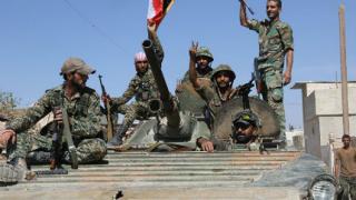 Сирийската армия, подпомагана от руски самолети, си върна два града
