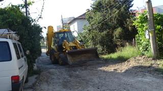 Жители на Благоевград сами асфалтират улиците си
