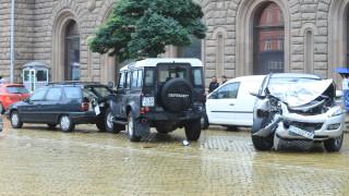 Три коли се сблъскаха пред Президентството