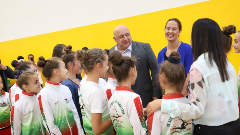 Министърът на младежта и спорта Красен Кралев откри обновеното крило