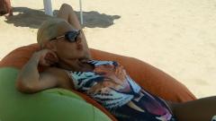 Златка Димитрова шашна с бански-тигър на плажа