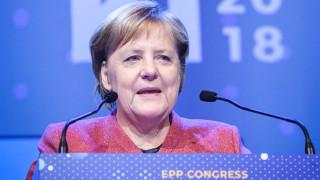 Меркел призовава ЕС да обедини външната и отбранителната си политика