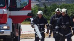Бус се запали на бензиностанция в Хасково