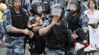 Навални и още 400 задържани на протест в Москва