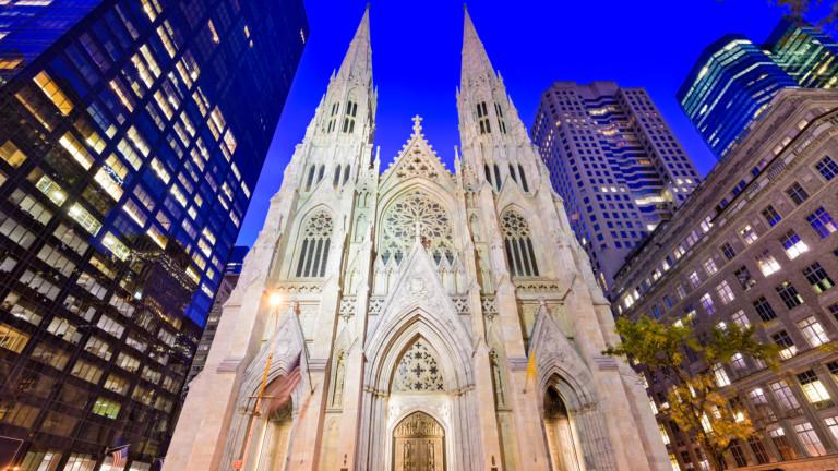 """Полицията в Ню Йорк арестува мъж, влязъл с бензин в катедралата """"Свети Патрик"""""""