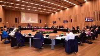 """Politico: На срещата на ЕС лидерите, говеждото месо е по-добре приготвено от дебата им за """"Стратегическия компас"""""""