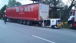 Шофьор загина, врязвайки се в задницата на ТИР