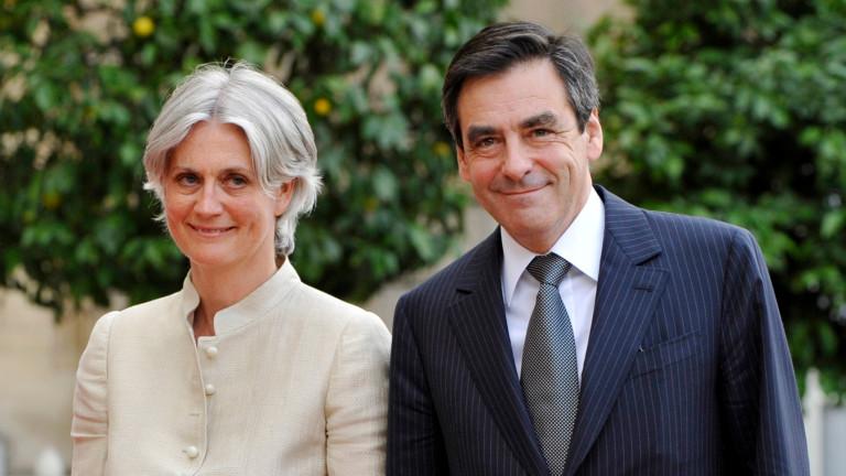Снимка: Експремиерът на Франция Франсоа Фийон и съпругата му се изправят пред съда