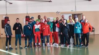 Националите ни изкараха лагер с румънци преди Световното по бокс