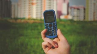 Защо обикновените мобилни телефони продължават да се купуват?