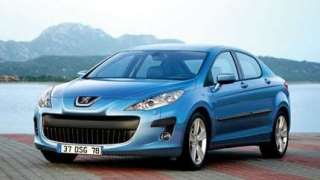 Печалбата на Peugeot-Citroen спада наполовина през 2011 г.