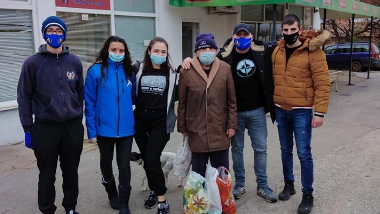 За пета поредна година фенове на Левски зарадваха нуждаещи се хора за Коледа