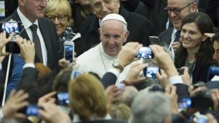 Папата призова за справедливо споделяне на бремето от мигрантската криза