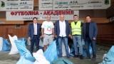 Министър Кралев инспектира спортната зала и стадиона в Етрополе