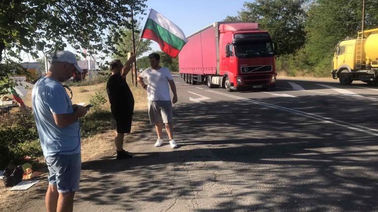 Арестуваха двама протестиращи във Варна заради откъс да възстановят движението.