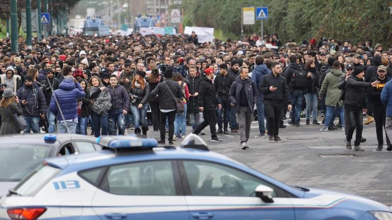Политическото насилие в Италия се разрастваняколко седмици преди парламентарнитеизбори, пише