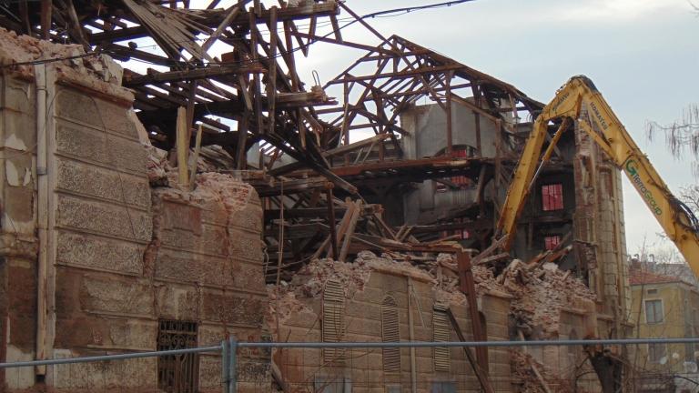 Рашидов разпореди пълно възстановяване на разрушения тютюнев склад в Пловдив