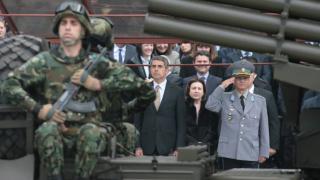 Да бъдем патриоти, а не криворазбрани националисти, зове Плевнелиев на парада