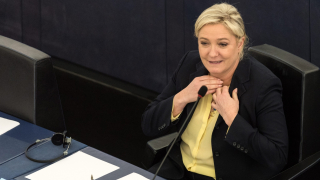 Марин Льо Пен се подигра с бандеровците, Хрися Фрилънд взе реванш