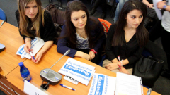 Студенти от СУ, УНСС и НБУ се потиха над граматични тестове