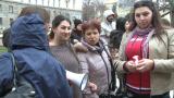 """Не сме кучки"", протестират циганки пред президентството"