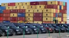 Mercedes не може да достави хиляди коли до клиенти. И ги държи паркирани на летище
