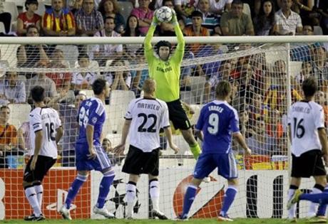 Челси се издъни в края срещу Валенсия