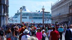 Местата по света, съсипани от круизните кораби