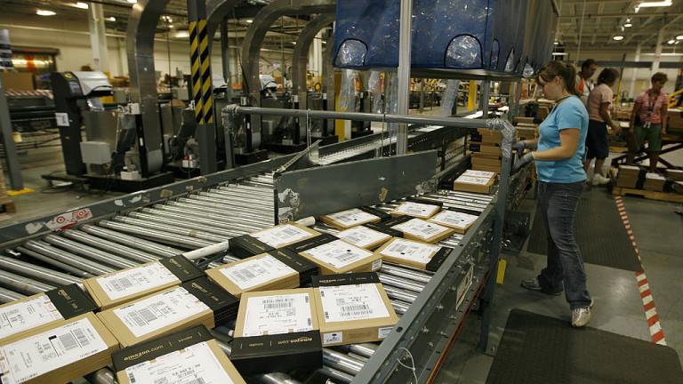 Снимка: Amazon инвестира $700 милиона, за да обучи 1/3 от служителите си, а те могат да си търсят нова работа