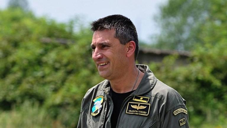 Кой е летецът майор Валентин Терзиев....