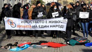 Представители на школи на протест, министри решават да отворят ли залите