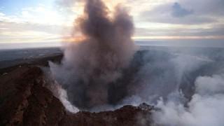 Хиляди евакуирани след изригване на вулкан на Хавайските острови