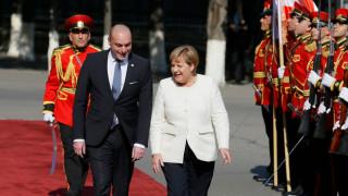Меркел още мисли кандидатурата за нов шеф на ЕЦБ