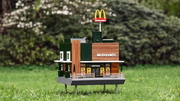 Най-малкият McDonald's в света, който не може да побере и един човек