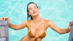 Алесандра Амброзио е секси и на Малдивите
