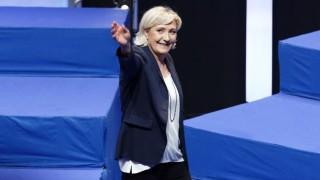 Френските националисти сменят името си, Марин льо Пен отново е начело