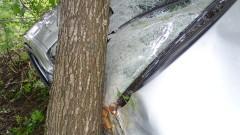 """Кола се заби в дърво край АМ """"Тракия"""""""
