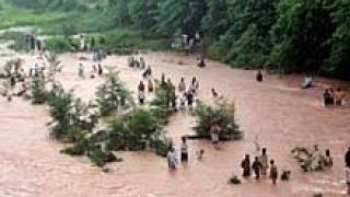 Свлачища погребват над 30 души в пакистански Кашмир