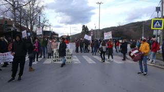 Жители на Пазарджик блокираха за кратко главния път към Велинград