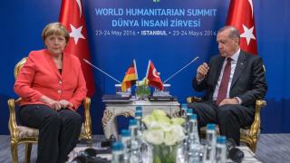 """Меркел """"отряза"""" Ердоган за отпадането на визите за турците"""