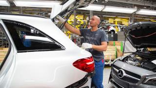 Регистрациите на нови автомобили в България растат на фона на срива на...