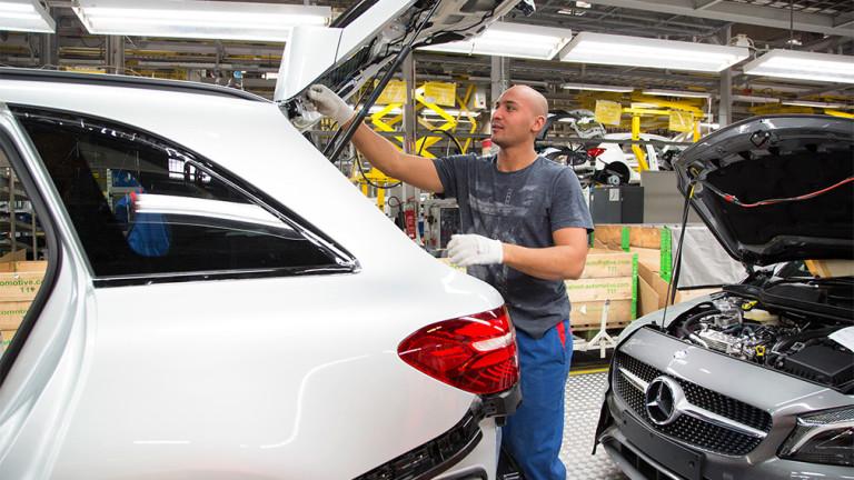 Регистрациите на нови автомобили в България растат на фона на срива на пазара в ЕС